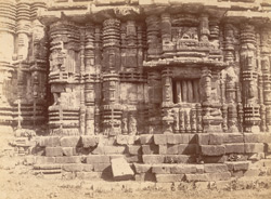 Close view of the south façade of the bhadraka (mandapa) of the Yameshvara Temple, Bhubaneshwar